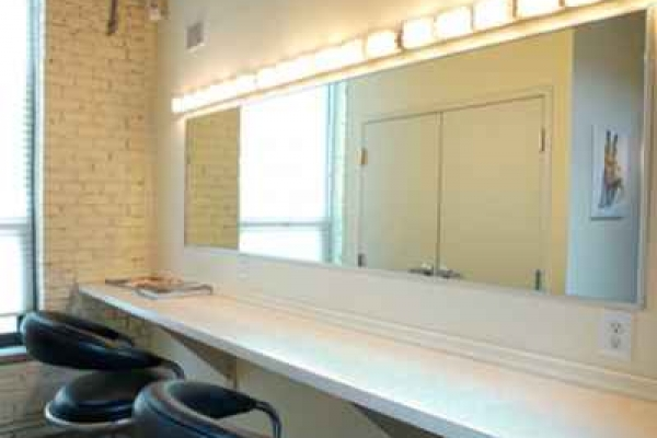 6-makeup-room205BF11F-2C1F-EE70-A7C5-CF0CA23F47BD.jpg